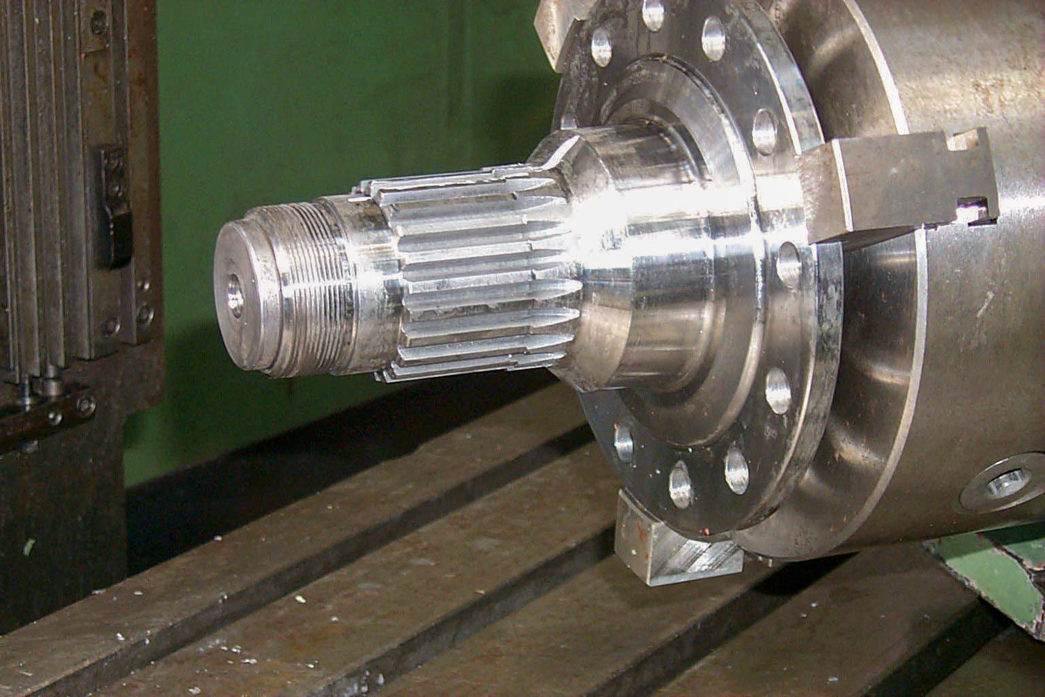 CUTTING SPLINE ON DRIVE SHAFT
