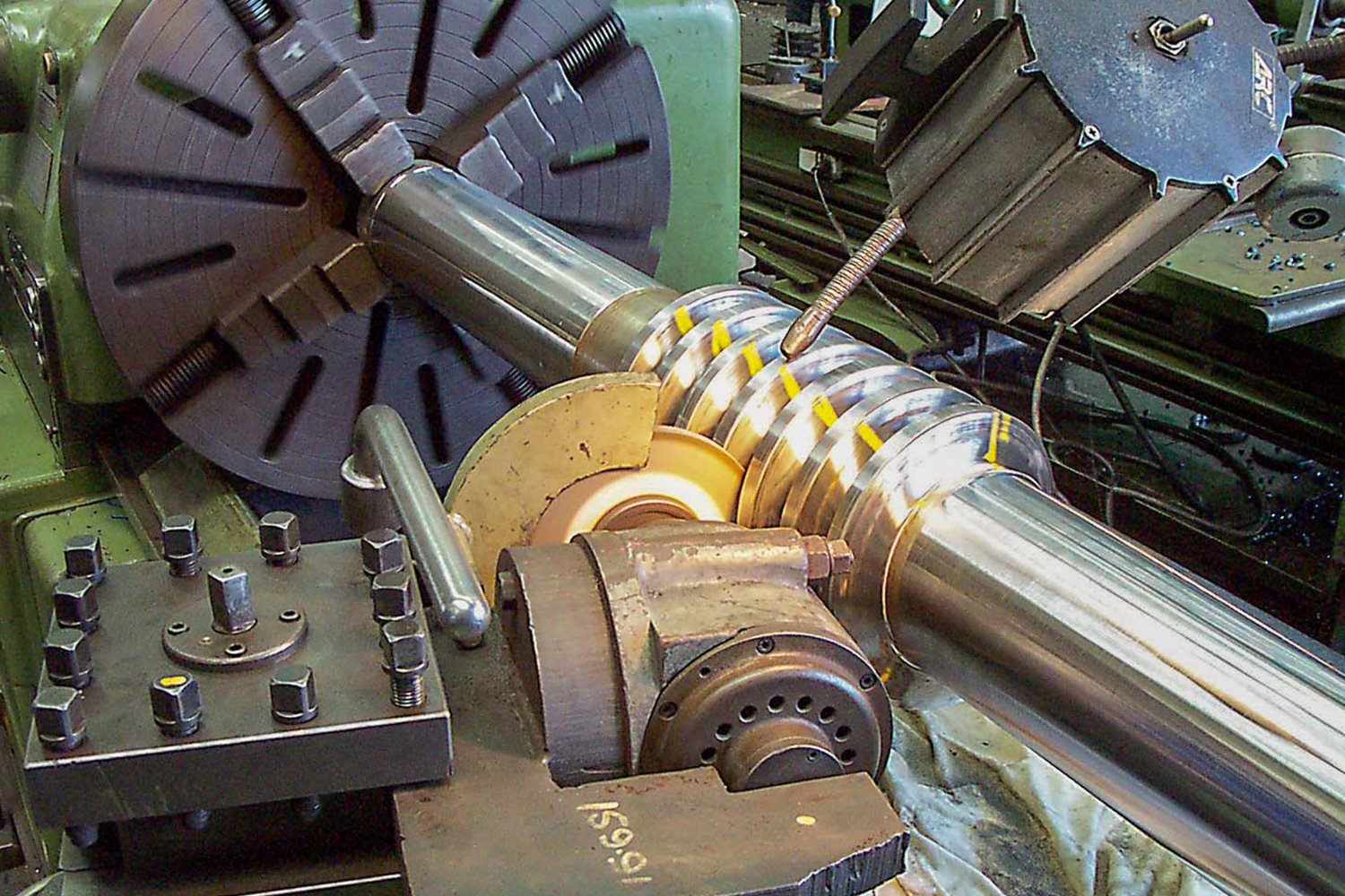NEW WORM DRIVE SHAFT GRINDING AFTER TURNING